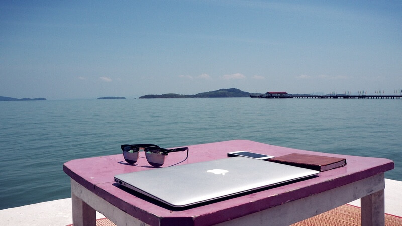 working nomads travel jobs remote work best traveling make money on the road